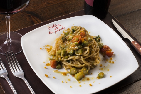 Spaghetti with asparagus, tomatos and cured fish eggs